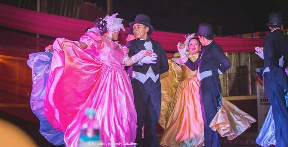 Oro Lenca en baile colonial.