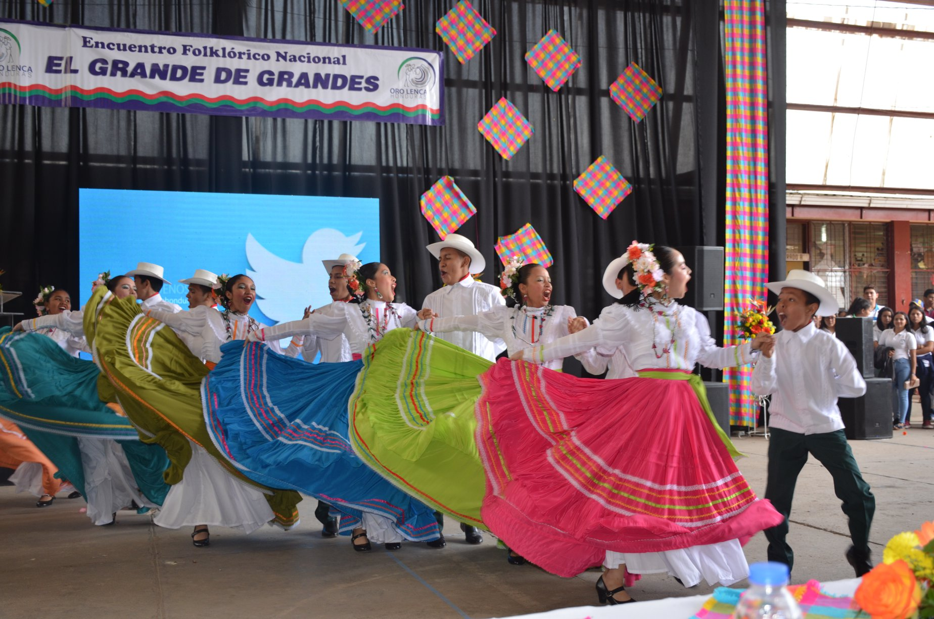 Bailarines del Instituto Marista La Inmaculada en El Grande de Grandes VIII 2018