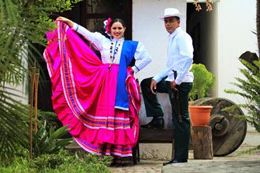 Traje criollo de la aldea de GuanjiniquilTraje tipico de la villa de Camasca